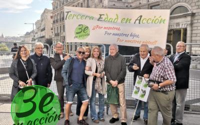 Concentración con el lema: «Gobierne quien gobierne, las pensiones públicas se defienden»